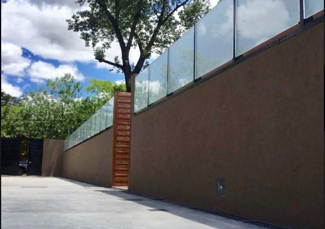 Barrio Parque Leloir, Larreta 3955