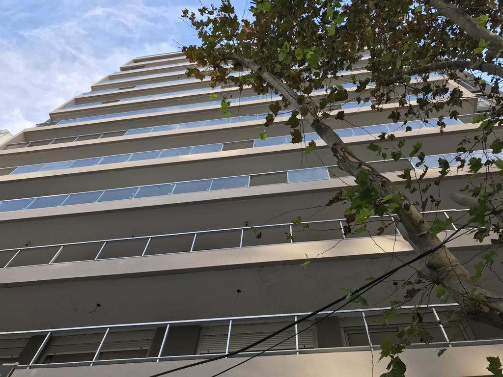 Foto DESARROLLO - Edificio en  en  Montevideo , Uruguay  Avda. 8 de Octubre y Avda. 18 de Julio
