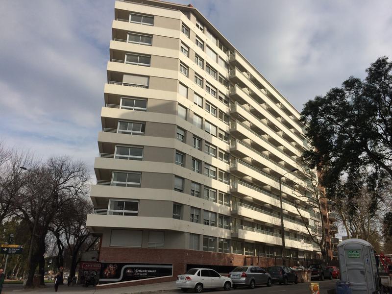 Foto Edificio en Parque Batlle Avenida Italia esq. Garibaldi número 6