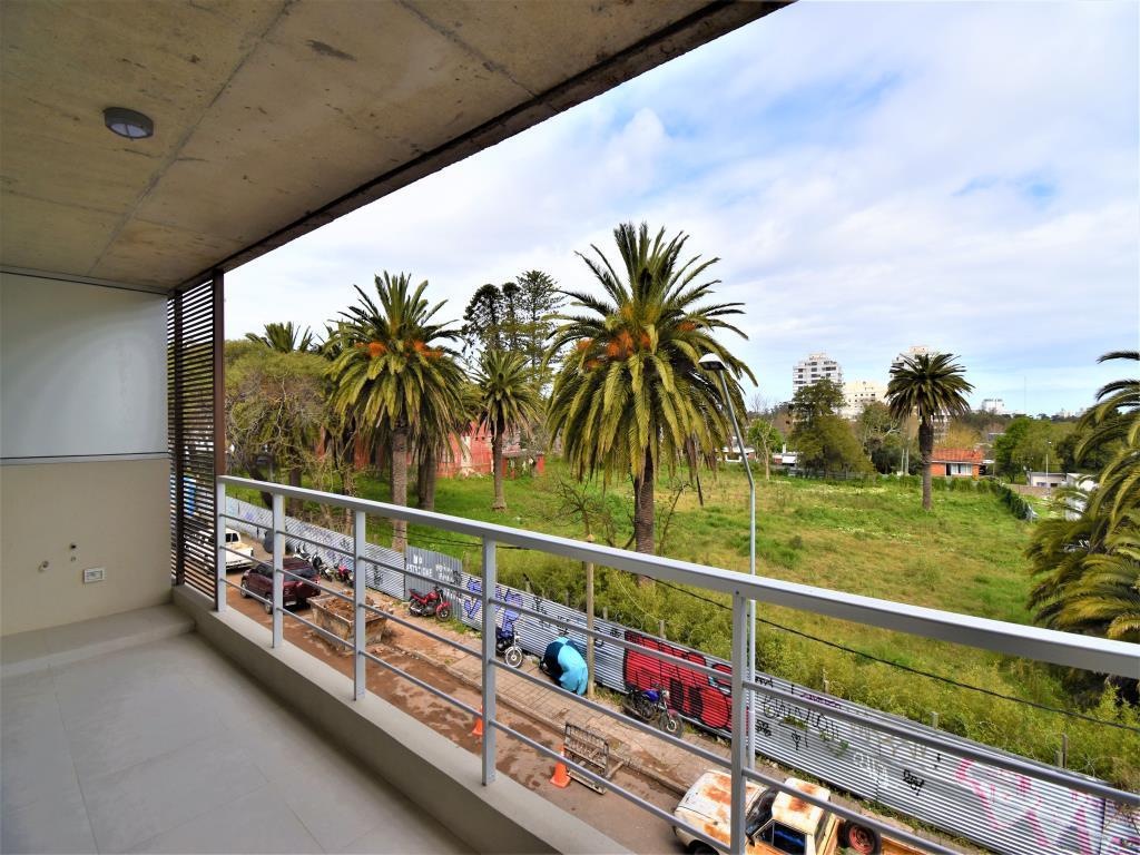 Foto Edificio en Maldonado             Arturo Santana 882 y Zelmar Michelini           número 5