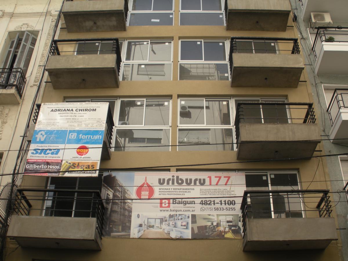 Foto Edificio de oficinas en Balvanera URIBURU Y PERON número 4