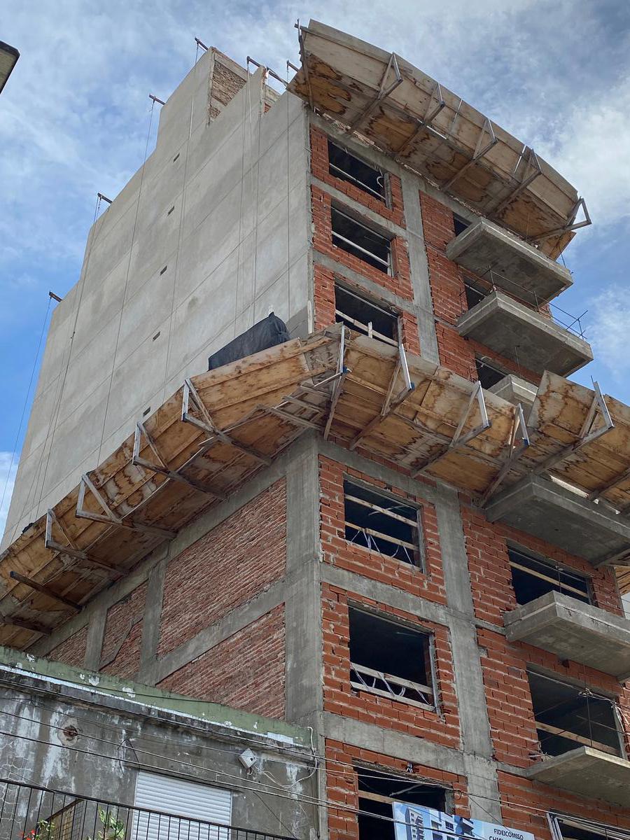 Foto Edificio en Parque Patricios Av. Chiclana 3075 número 2