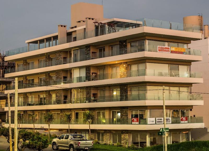 Foto Edificio en Playa Mansa Apartamentos a Estrenar frente a la Mansa número 5
