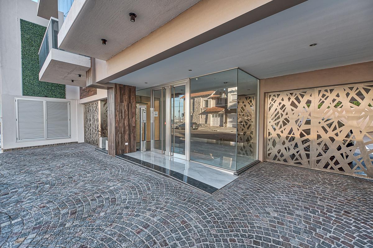 Foto Edificio en La Perla Sur French 3200 número 9