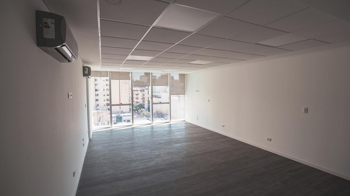 Foto Edificio de oficinas en Microcentro             Corrientes  y San Lorenzo            número 9