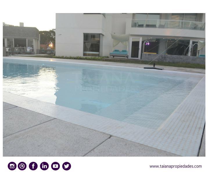 Foto Edificio en Punta del Este Biarritz y Leyenda Patria  número 3
