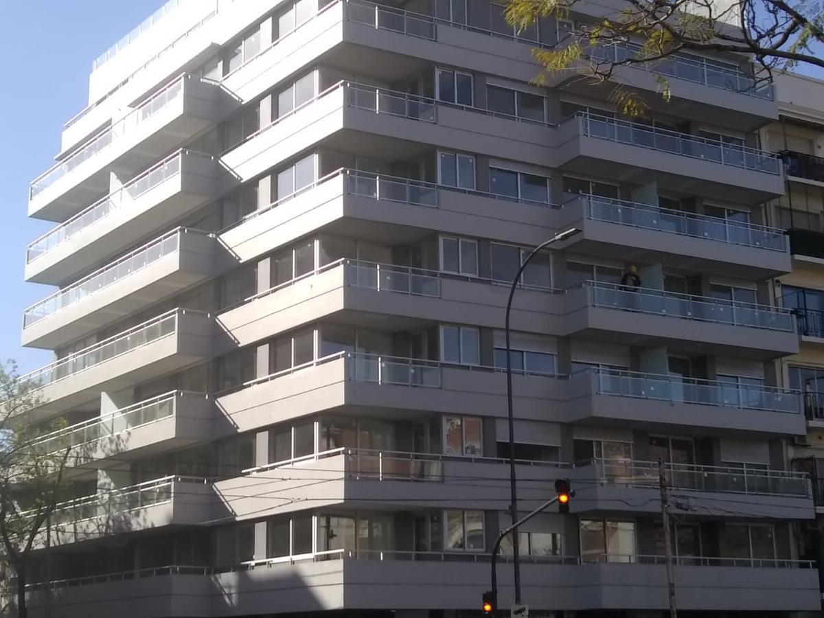 Foto Edificio en P.Centenario             Av Angel Gallardo y Bravard           número 17