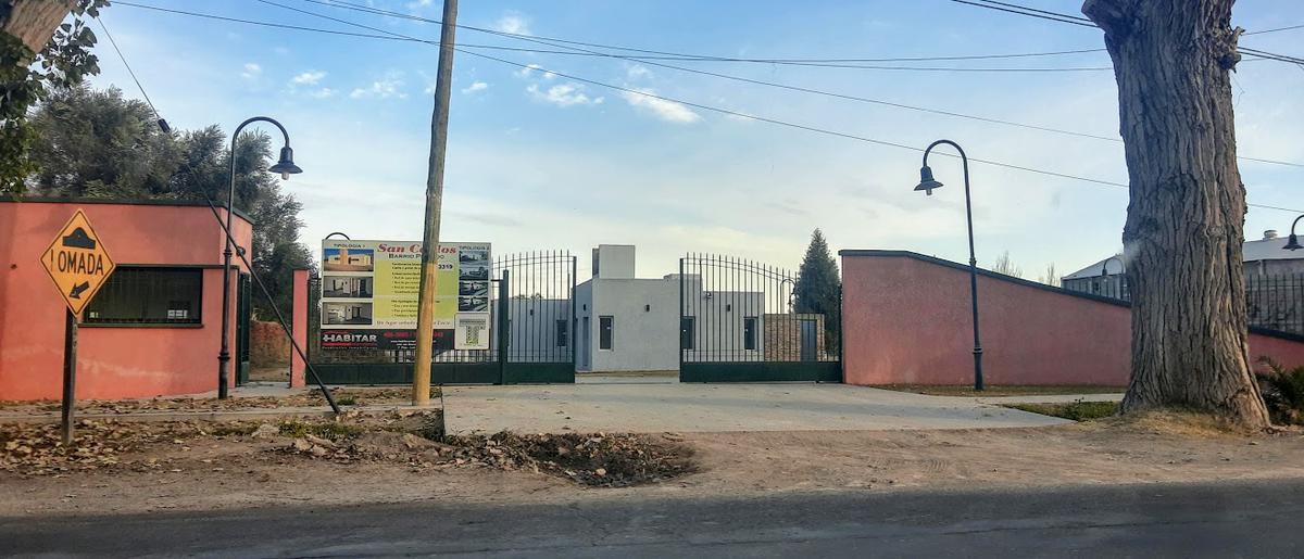 Foto Casa en Venta en  Santa Lucia,  Santa Lucia  Barrio Privado San Carlos - Casa 16