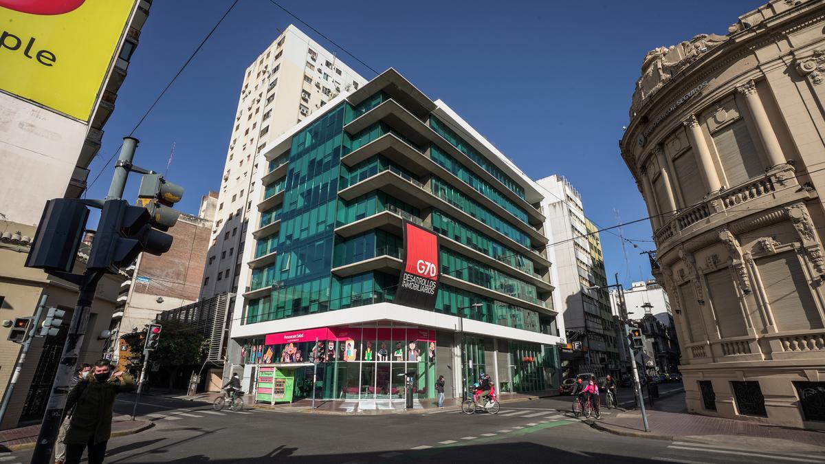 Foto Edificio de oficinas en Microcentro             Corrientes  y San Lorenzo            número 1