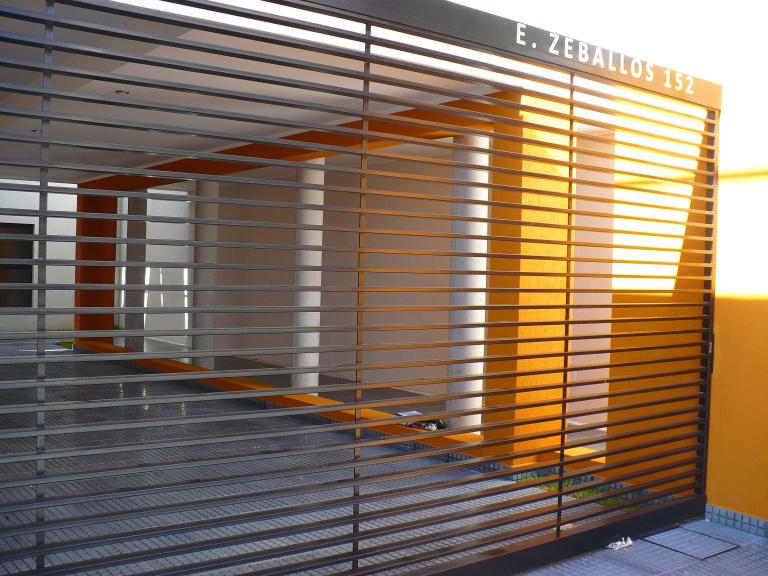 Foto Edificio en Santa Fe ESTANISLAO ZEBALLOS al 100 número 2