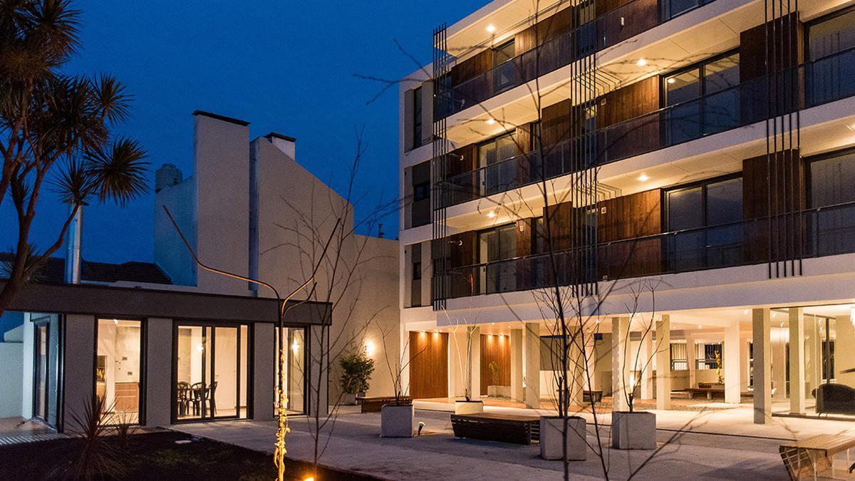 Foto Edificio en La Perla Norte FRENCH 3800 número 15