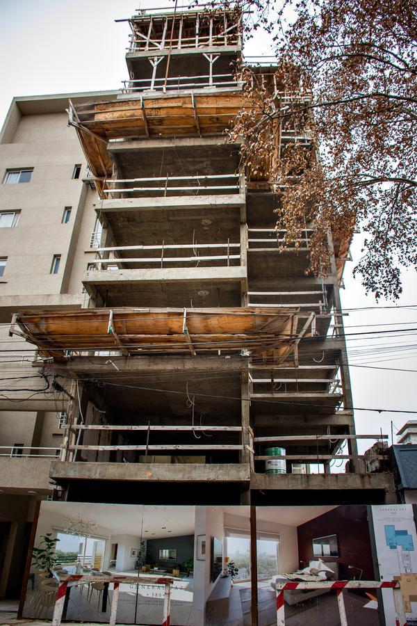 Foto Edificio en Junin Gral. Paz N° 380 número 2