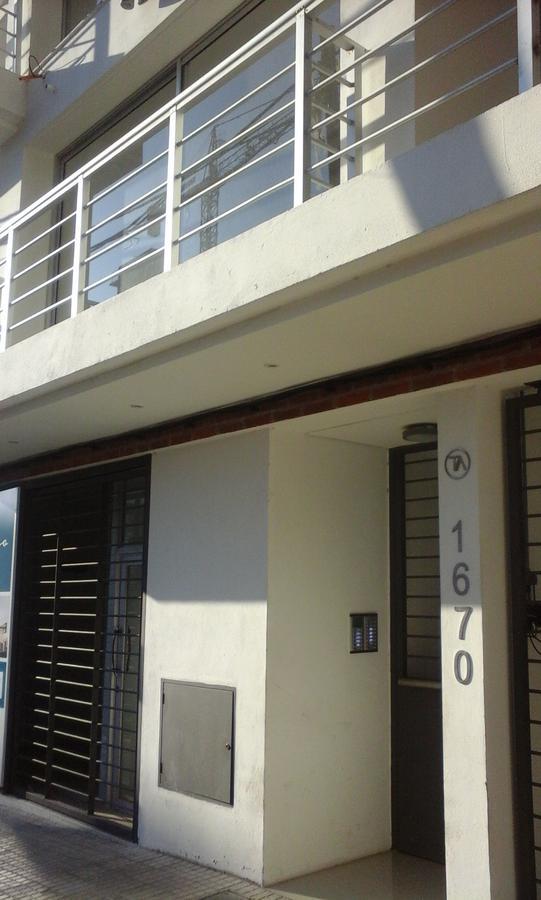 Foto Edificio en Tres Cruces Requena esquina Colonia número 2