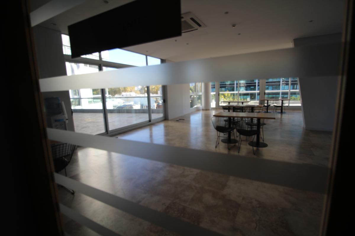 Foto Edificio en Olivos Av.Libertador esq Corrientes número 4