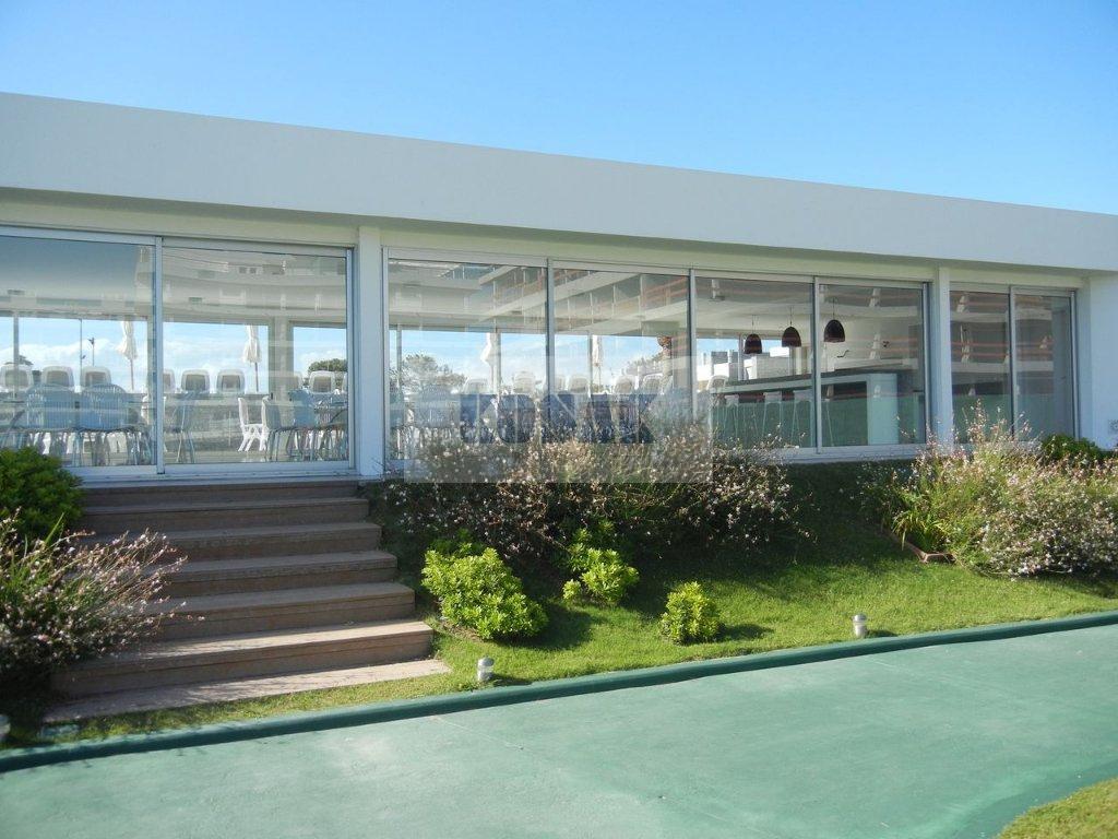 Foto Edificio en Playa Brava Parada 30 número 9