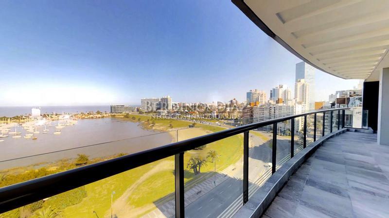 Foto Departamento en Venta en  Puerto Buceo ,  Montevideo  Espectacular Apartamento  Sobre la Rambla en el Exclusivo Barrio de Puerto Buceo