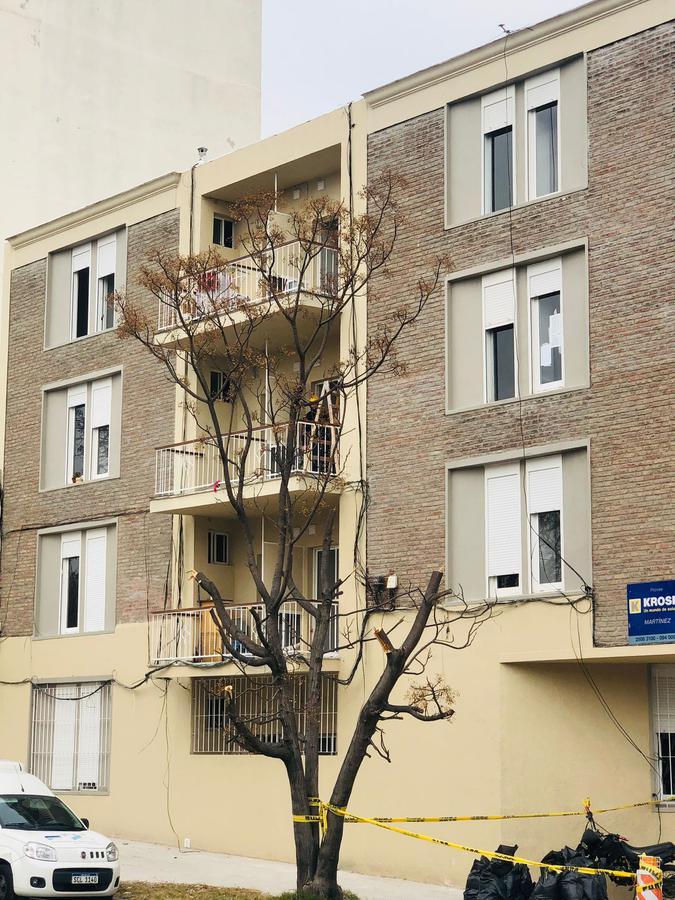 Foto Edificio en La Blanqueada                         Monte Caseros y Tristán Azambuya                     número 3
