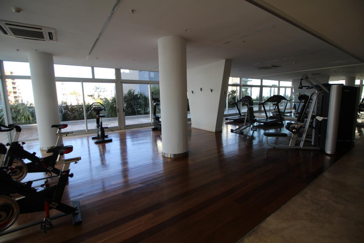 Foto Edificio en Olivos Av.Libertador esq Corrientes número 11