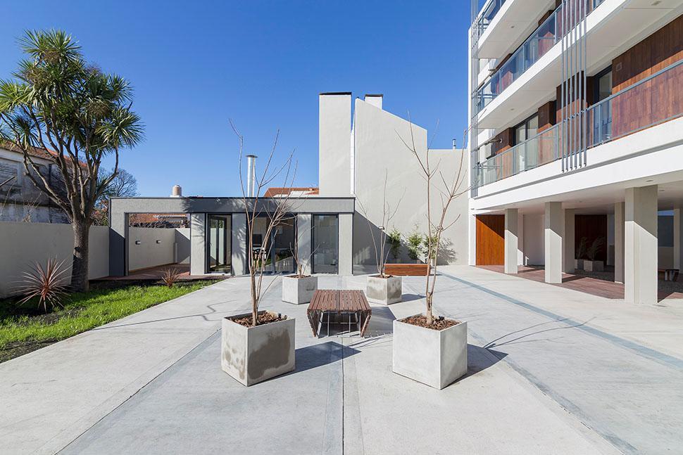 Foto Edificio en La Perla Norte FRENCH 3800 número 6