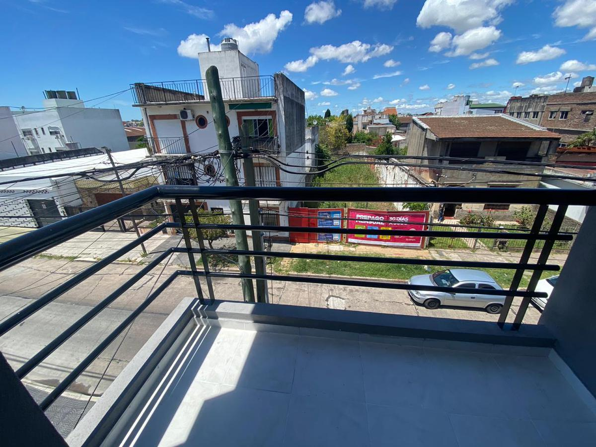 Foto Edificio en Wilde Echeverria al 100 número 7