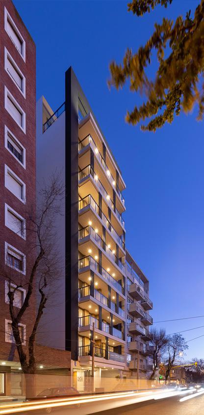Foto Edificio en Plaza Mitre HIPOLITO YRIGOYEN 2500 número 1