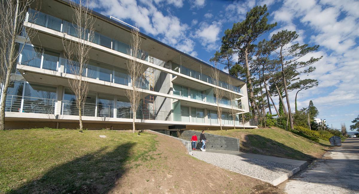 Foto Edificio en Playa Mansa EDIFICIO P 18 número 2