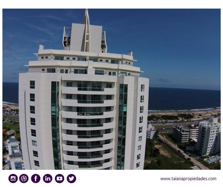 Foto  en Punta del Este Biarritz y Leyenda Patria