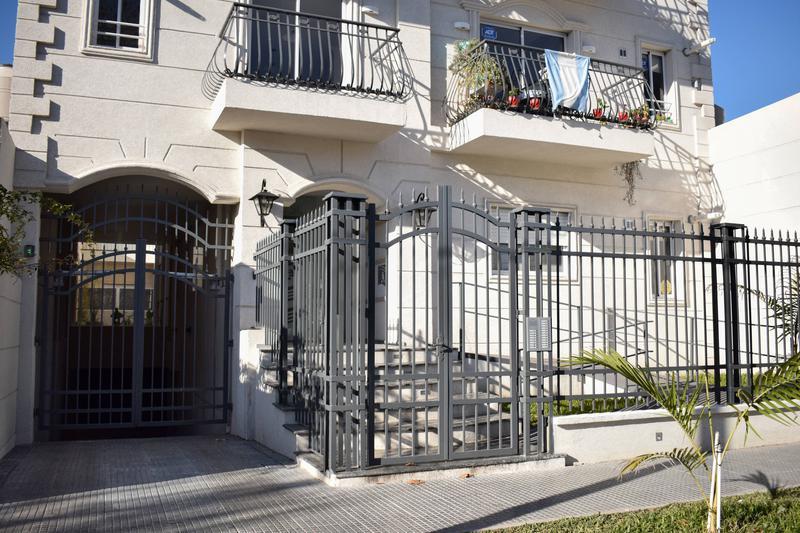 Foto Edificio en Adrogue Rosales 1750 número 3
