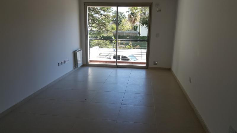 Foto Edificio en Adrogue ROSALES AL 1400 entre Cerretti y Plaza Brown número 18