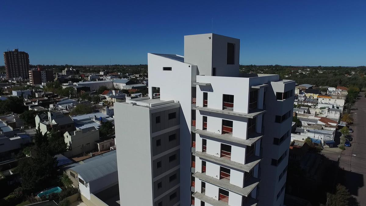 Foto Edificio en Centro Calle 14 e/ 15 y 13 numero 4