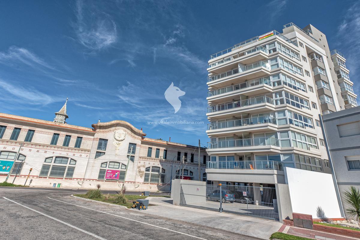 Foto Edificio en La Perla Norte Felix U Camet y Rio Negro número 24