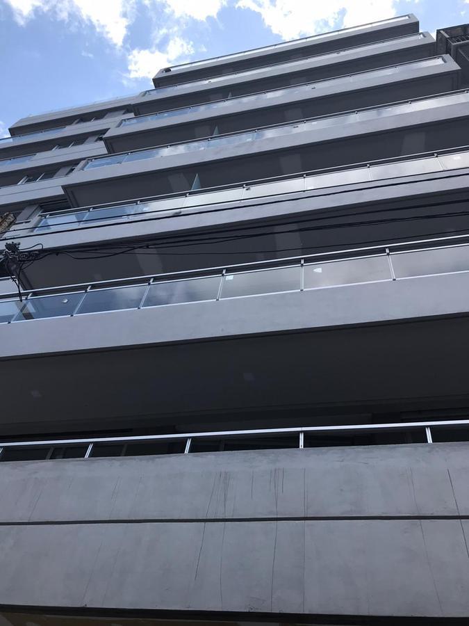Foto Edificio en P.Centenario             Av Angel Gallardo y Bravard           número 16