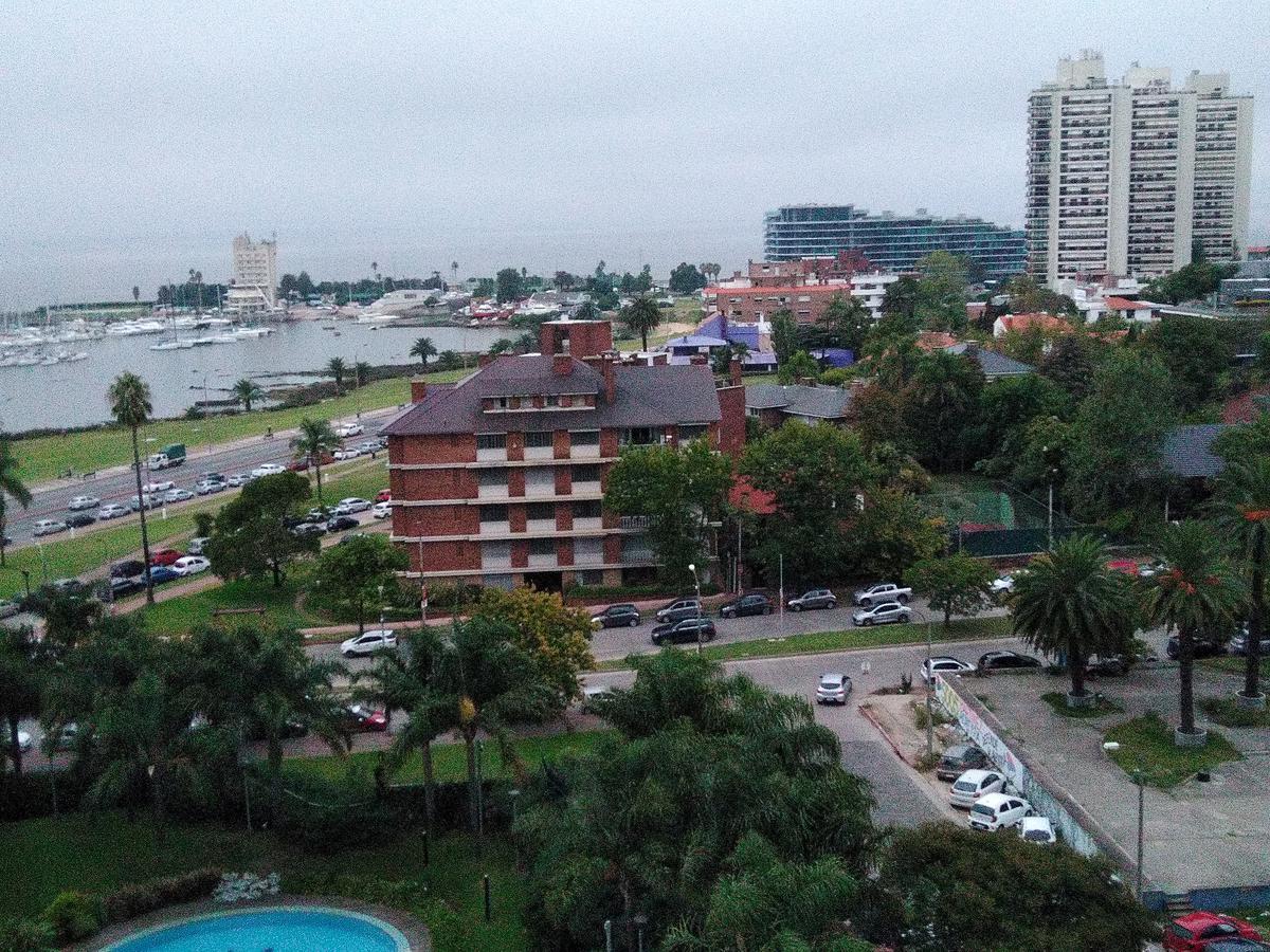 Foto Edificio en Puerto Buceo 26 DE MARZO Y BONAVITA número 4