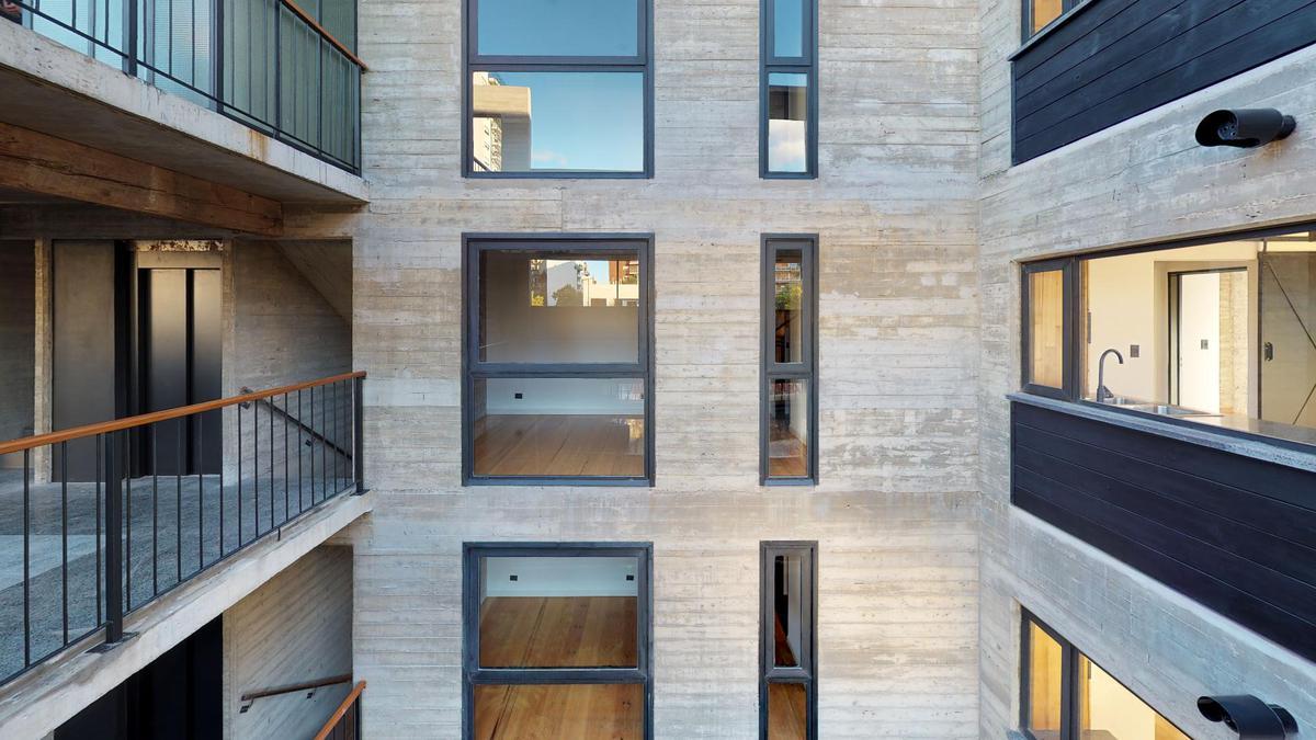 Foto Edificio en Nuñez Ruiz Huidobro y Bv San isidro Labrador número 5