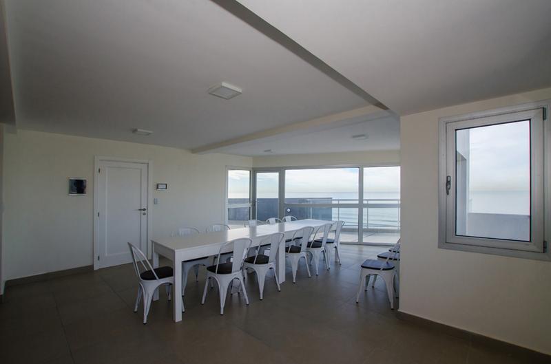 Foto Edificio en La Perla Norte Falkner y La Costa número 12