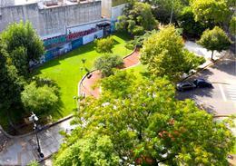 Foto Edificio en Caballito Frente a la plaza del Cid Campeador número 12