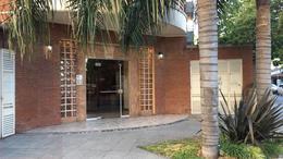 Foto Edificio en Castelar Norte Francia 2496 numero 1