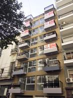 Foto Edificio de oficinas en Balvanera URIBURU Y PERON numero 12