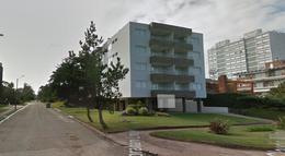 Foto Edificio en Playa Mansa  número 4