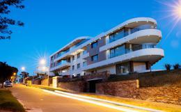Foto Edificio en Punta Gorda Motivos de Proteo y Brenda número 2