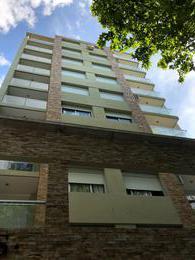 Foto Edificio en Parque Batlle Estrene.Sobre principal Avenida. número 1