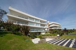 Foto Edificio en Playa Mansa Parada 18 de Playa Mansa, sobre Av. Terradel, 5 de Septiembre y Marquez de Loreto número 15