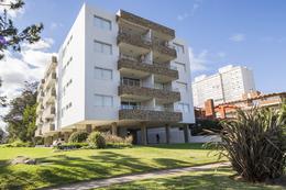 Foto Edificio en Playa Mansa  número 1