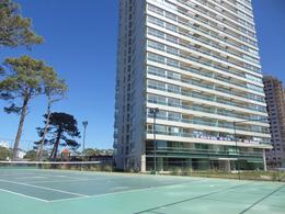 Foto Edificio en Playa Brava             Avda. Roosvelt y Avda. Pedragosa Sierra           número 5