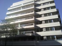 Foto Edificio en P.Centenario             Av Angel Gallardo y Bravard           número 18