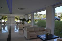 Foto Edificio en Playa Mansa Avda Chiverta número 3