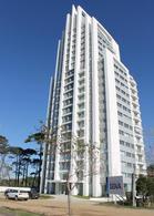 Foto Edificio en Roosevelt Avda. Roosevelt, casi Avda. Chiossi, parada 16 de la playa Mansa. número 6