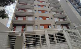 Foto Edificio en Moron Sur 25 de Mayo 755, entre Santa Fe y Entre Ríos. número 1