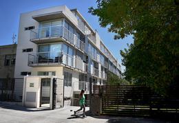 Foto Edificio en Parque Batlle Sobre calle tranquila , a metros del  parque  número 1