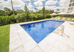 Foto Edificio en Playa Mansa Av Fco. Acuña de Figueroa 2555 número 1